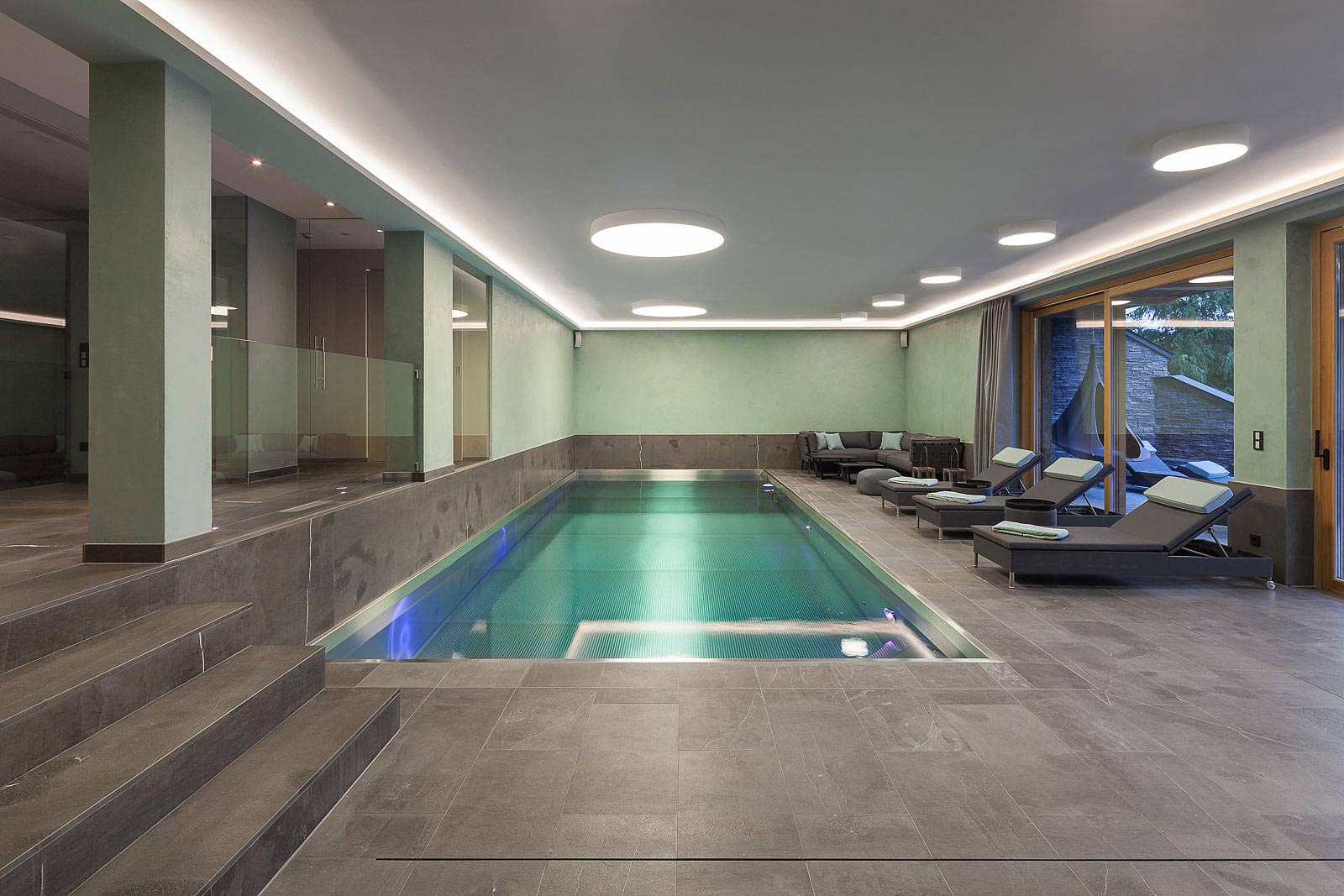 Fotos von hochwertiger Innenausstattung, Poolbereich