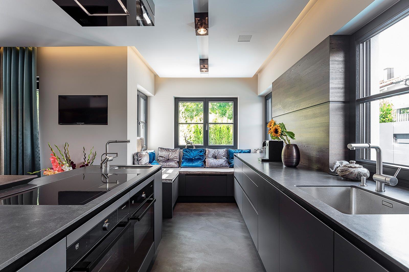 Architekturfotografie Innenraum, Küchen Bereich, Detailansicht mit Sitzgelegenheit